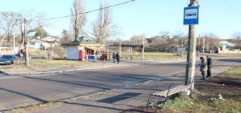 В Житомире автомобиль въехал в остановку общественного транспорта