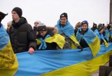 В Киевекрымчане присоединились к акции «Живая цепь единства»