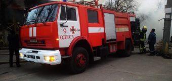 В Одессе из-за масштабного пожара сгорели ресторан, магазин и кафе. Фото. Видео