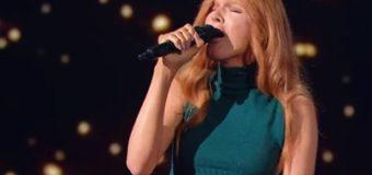 На Голосе страны-8 выступила певица-трансгендер, известная как Борис Апрель. Видео