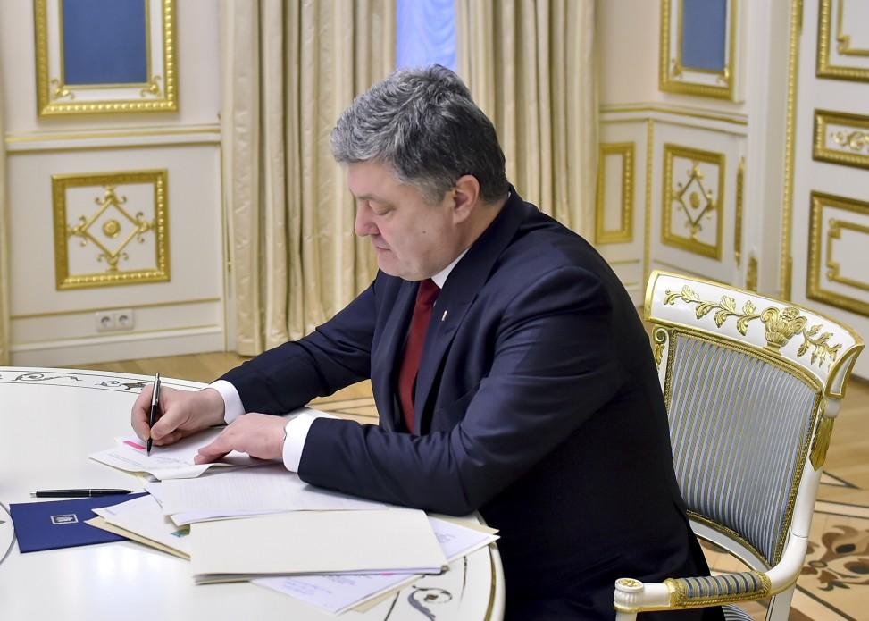Петр Порошенко подписал указ о повышении выплат военным