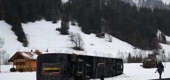 В Швейцарии ветром сдуло поезд. Видео