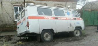 В Запорожской области машина скорой помощи провалилась с яму