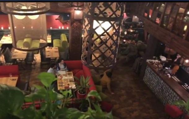 В одном из киевских ресторанов задержали Саакашвили. Видео