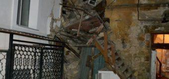 Обрушение дома в Одессе: из-под завалов достали женщину. Фото