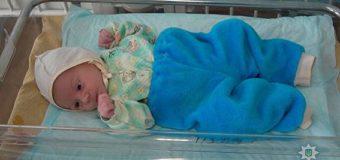 В Сумской области в подъезде нашли брошенного младенца. Фото