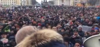Трагедия в Кемерово: люди не верят информации властей о погибших. Видео