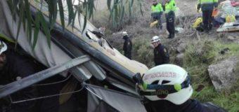 В Перу пассажирский автобус упал в пропасть. Фото