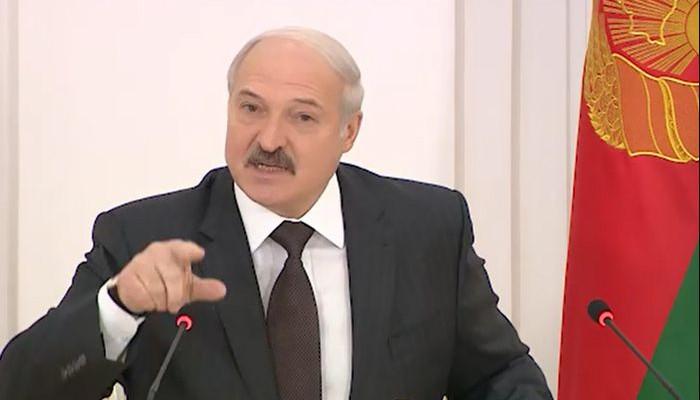 Лукашенко потребовал убрать из Беларуси российское ТВ