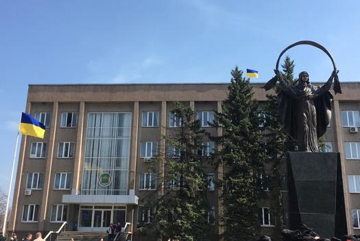 В Кривом Роге вместо памятника Ленину установили статую Богородицы. Фото