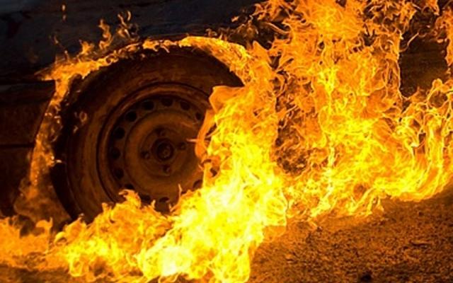Масштабный пожар в Одессе: на автостоянке горели пять машин
