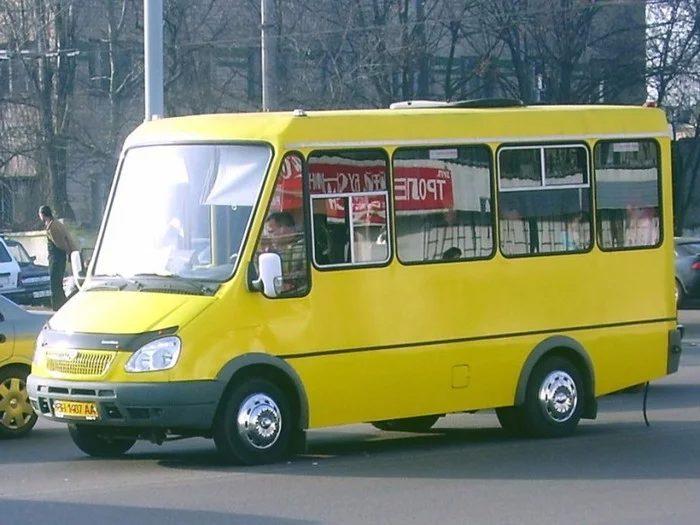 В Киеве обстреляли маршрутку с пассажирами