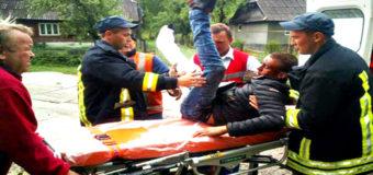 На Закарпатье парень выпал на ходу из поезда