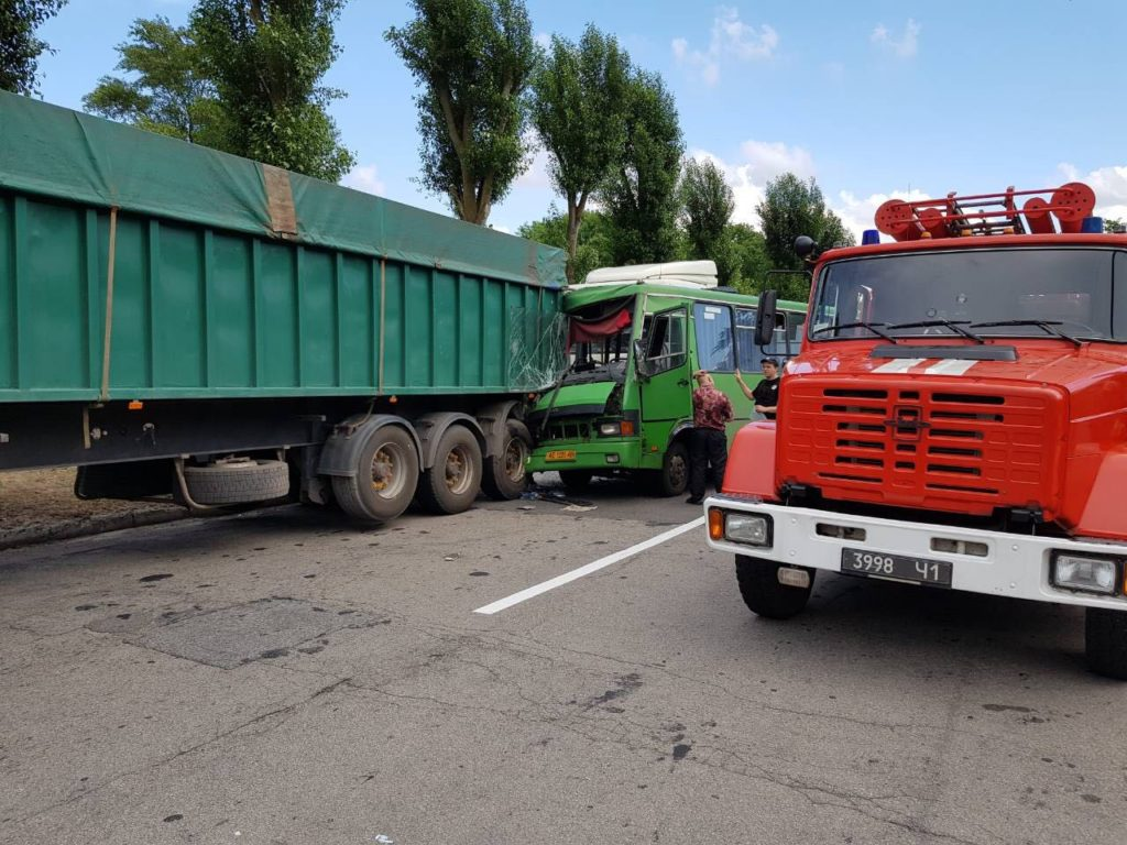 ДТП на Днепропетровщине: пострадали 12 человек и один ребенок. Фото