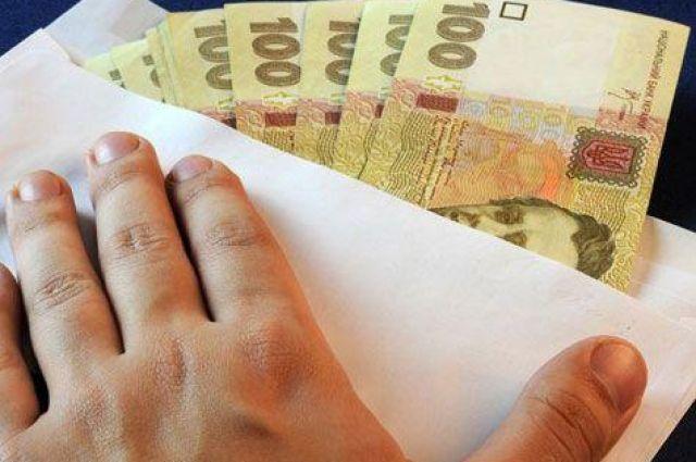 В Украине каждый четвертый работник получает зарплату в конверте