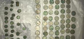 В Киеве обнаружили клад с серебром. Фото