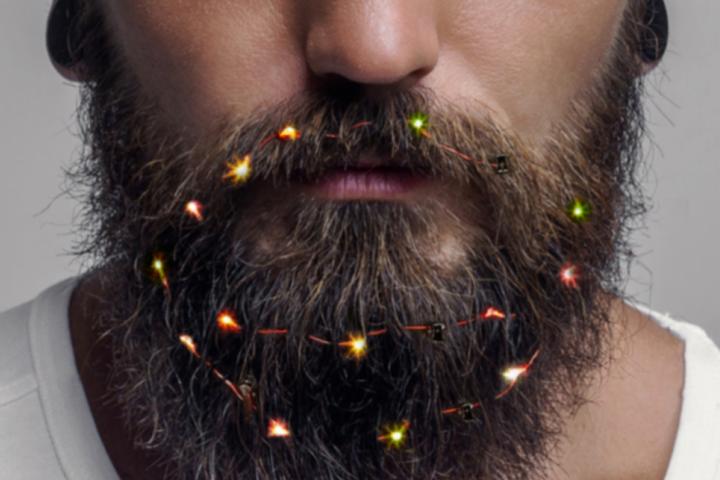 Британские мужчины украшают бороды гирляндами