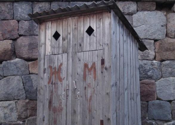 В 10% украинских школ туалеты до сих пор на улице