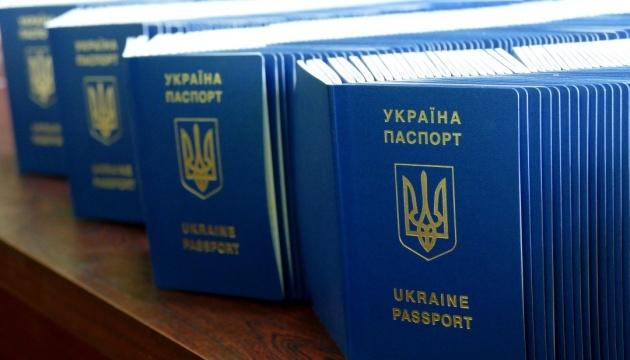 Крымчане получают биометрические загранпаспорта: Выдано уже более 140 тысяч экземпляров, – депутат