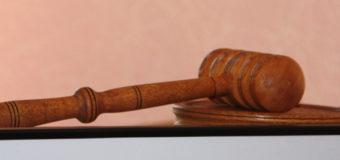 До 9 років позбавлення волі засуджено чоловіка за замах на вбивство поліцейських