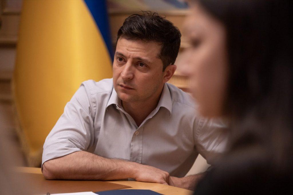 Зеленський вимагає від США та Європи реакції на обстріл санітарного автомобіля на Донбасі