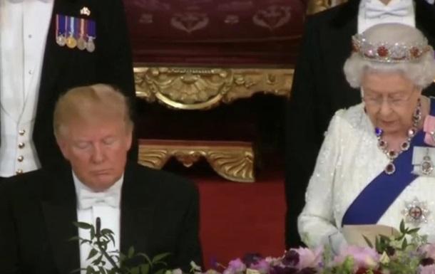 Трамп уснул во время речи королевы Великобритании. Видео