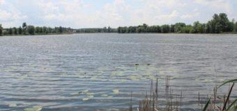 В реку Рось попала цистерна сядохимикатами
