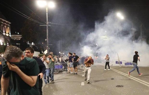 В Тбілісі цілу ніч тривали протести