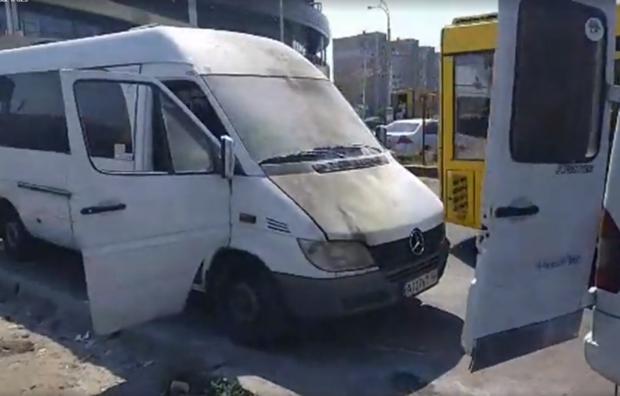 У Києві невідомі закидали маршрутки коктейлями Молотова
