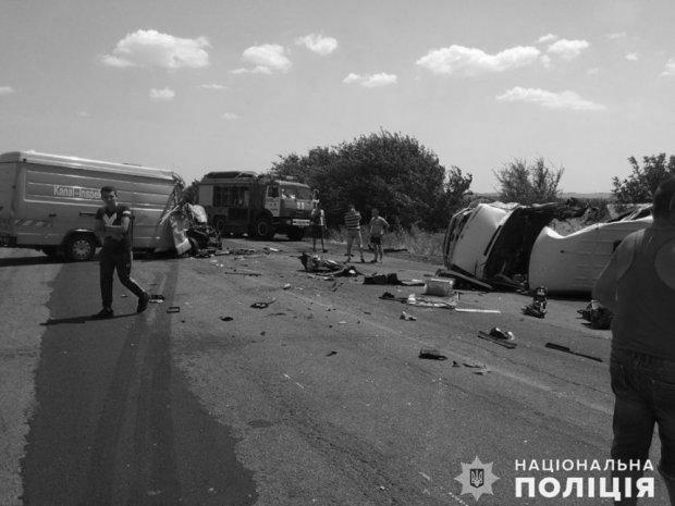 ДТП на Миколаївщині: одна людина загинула і 15 постраждали під час зіткнення мікроавтобусів