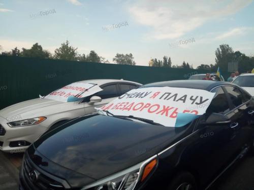 В Николаеве водители протестуют против разбитых автодорог