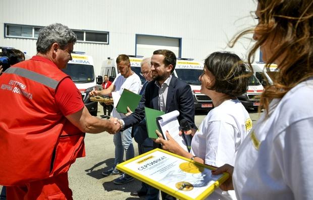 Ахметов передав «швидкі» у регіони за домовленістю із Зеленським