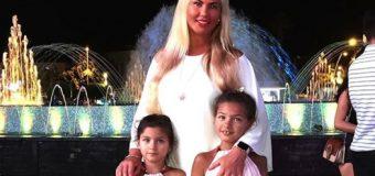 Камалия похвасталась красавцем-мужем и дочками. Фото