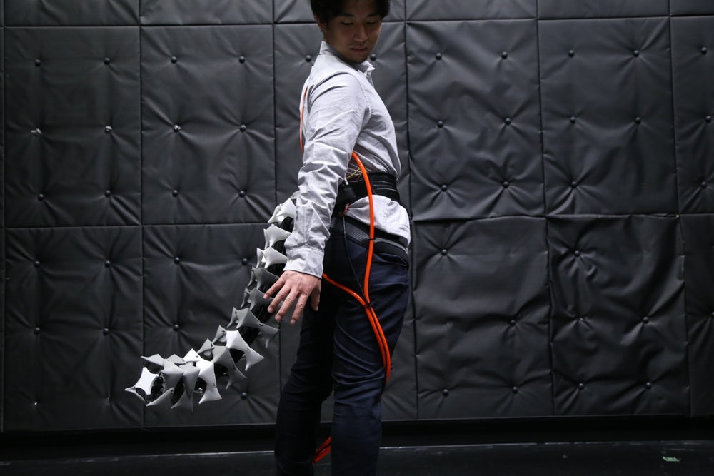 В Японии разработали роботизированный хвост для равновесия