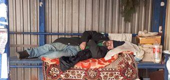 Бездомные в Украине «обживают» остановки и переходы метрополитенов