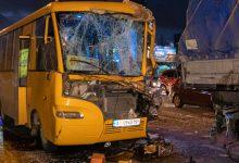 В Киеве маршрутка с пассажирами врезалась в фуру