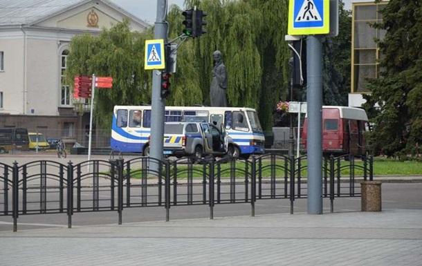 Луцкий террорист выбросил из автобуса гранату Ф-1. Видео