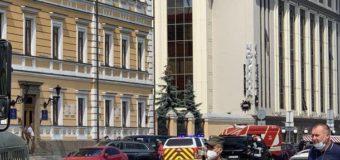 В Киеве захватили отделение банка и грозятся взорвать его: подробности