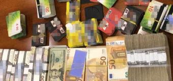 СБУ нашла миллион наличными в холодильнике руководителей «Укрзализныци». Фото