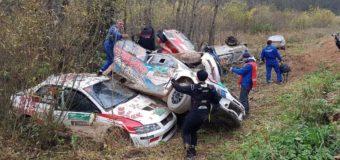 В России на ралли произошел массовый завал с участием шести автомобилей. Фото