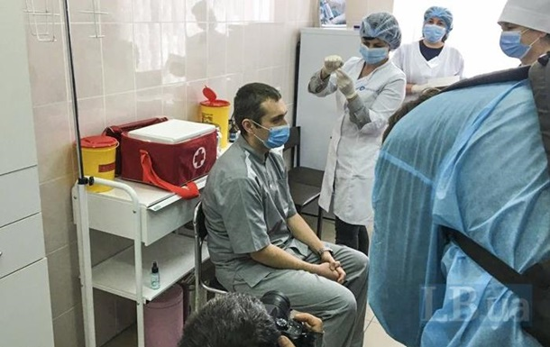 В Украине сделали первую прививку от Covid-19