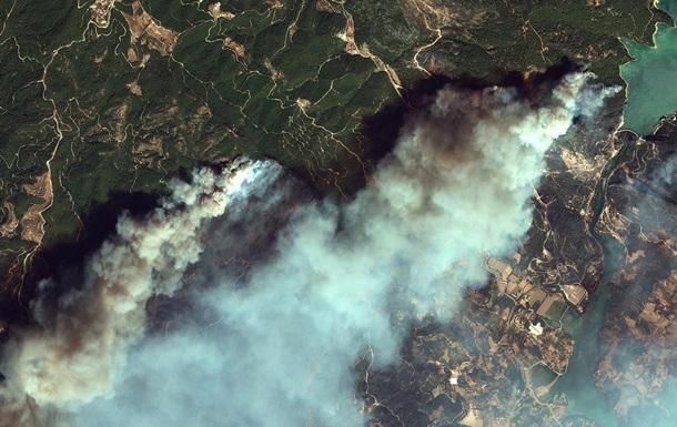 В Сети опубликовали спутниковые фото горящих курортов Турции